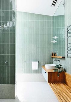 What do you think of the use of vertical tiles in this dreamy green bathroom? It's the little details that can make all the difference. 🙌 Green bathroom goals with all the trimmings from the Moving House by clever cats 🌿⚡️️💦 📷 Bad Inspiration, Bathroom Inspiration, Dream Bathrooms, Beautiful Bathrooms, Modern Bathrooms, White Bathrooms, Luxury Bathrooms, Bathrooms 2017, Tiled Bathrooms