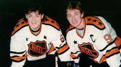 NHL legends Mario Lemieux and Wayne Gretzky Nhl Games, Hockey Games, Ice Hockey, Pens Hockey, Nfl Highlights, Mario Lemieux, Hockey Pictures, Lets Go Pens, Wayne Gretzky
