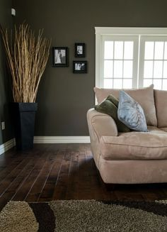 If you've been thinking about hardwoods for your living room, then perhaps you've been looking for some inspiration. Checkout our latest collection of 20 Amazing Living Room Hardwood Floors.