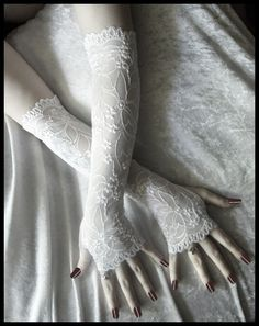 @OffbeatBride Possible arm warmers: is there less flowery lace? Do I need a darker background color?