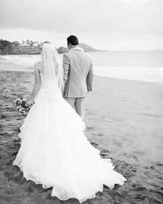 Gorgeous bridal gown and veil - black and white photo by Anna Kim Photography - Maui beach wedding