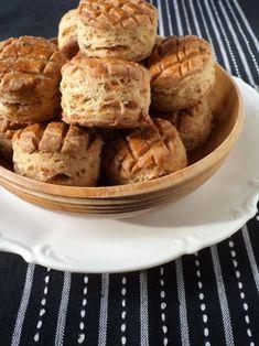 Töpörtyűs pogácsa - Kifőztük, online gasztromagazin Apple Pie, Bakery, Appetizers, Food, Breads, Bread Rolls, Bread Store, Appetizer, Meals