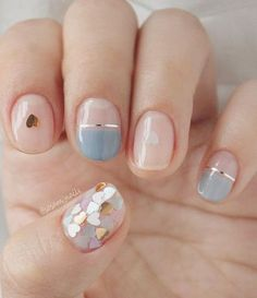 Nail art is a very popular trend these days and every woman you meet seems to have beautiful nails. It used to be that women would just go get a manicure or pedicure to get their nails trimmed and shaped with just a few coats of plain nail polish. Short Nail Manicure, Manicure E Pedicure, Manicure Ideas, Natural Manicure, Mani Pedi, Gold Nails, Gradient Nails, Holographic Nails, Matte Nails