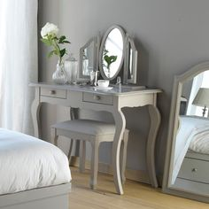 Whether left in their original state or completely revamped, a vintage dressing table or vanity is a great way to add a touch of Hollywood glamour or old fashioned charm to the most personal space in your home - your… Continue Reading → Room Decor, Bedroom Decor, Furniture, Home, Vintage Dressing Tables, Home Furniture, Home Deco, Home Decor, Room