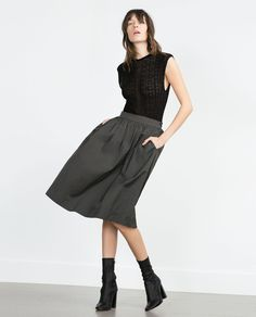 Shop Women's Zara Gray size M Midi at a discounted price at Poshmark. Description: Zara Midi skirt with pockets