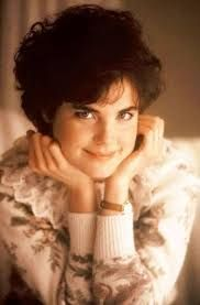 Elizabeth McGovern back in the when she stared with Kevin Bacon, and now she's Cora in Downton Abbey. Elizabeth Mcgovern, Kevin Bacon, Cut Up, Movie Stars, Actors & Actresses, Most Beautiful, Disney Princess, Film, Celebrities