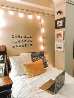 A more summerish variant of a dorm room. With dominant yellow colors, small memo…- – Dorm Room Dream Rooms, Dream Bedroom, Home Bedroom, Bedrooms, Bedroom Decor, Bedding Decor, Rustic Bedding, Bedroom Inspo, Bedroom Ideas