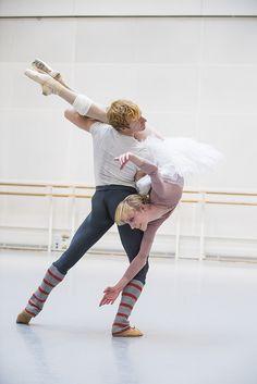 Steven McRae and Sarah Lamb in rehearsal for Kenneth MacMillan's Anastasia / Photo © Tristram Kenton/ROH 2016 Ballet Pictures, Ballet Photos, Dance Pictures, Ballet Boys, Ballet Dancers, Bolshoi Ballet, Royal Ballet, Ballet Lifts, Alvin Ailey