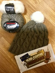 Ruskea palmikkopipo ❄️ Yarn Shop, New York Travel, Knitted Hats, Winter Hats, Chocolate, Knitting, Color, New York Trip, Tricot