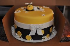 bumble bee cake -- Gracie's first birthday Bee Birthday Cake, Bumble Bee Birthday, Birthday Ideas, Fancy Cakes, Cute Cakes, Baby Shower Cakes, Bolo Lego, Fondant Cakes, Cupcake Cakes