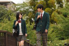 「君の膵臓をたべたい」新場面写真 High School Couples, High School Girls, Human Poses Reference, Photo Reference, Drawing Reference, Japanese High School, Japanese Gf, High School Fashion, Japanese School Uniform