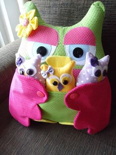 Sew Owl Pillow Pattern, Owl Cushion with Pocket, Remoter Owl Snuggle Cozy Free Pattern 2 Sewing Toys, Sewing Crafts, Sewing Projects, Sewing Ideas, Owl Fabric, Fabric Crafts, Owl Pillow Pattern, Pillow Patterns, Pattern Fabric