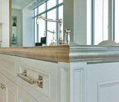 Pewter counter with hand formed french country edge detailing by Raw Urth Designs with integrated pewter sink. Smart Kitchen, Micro Kitchen, French Kitchen, Country Kitchen, Stainless Countertops, Kitchen Countertops, Beach House Kitchens, Home Kitchens, Dream Kitchens