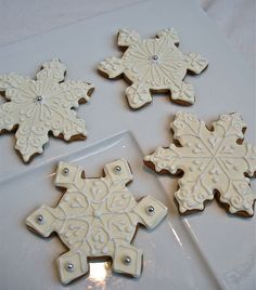 More pretty snowflake cookie decorating