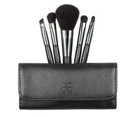 Travel Brush Set Sized to slip easily into your purse or briefcase, this stunning clutch has a magnetic flap closure and includes five professional quality brushes for face and eyes.