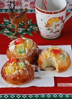 Receta de Roscón de Reyes en forma de bollos individuales. Receta de Navidad. Cómo hacer bollos de Roscón de Reyes. Fotos paso a paso y... Pan Dulce, Sweet Desserts, Sweet Recipes, Mexican Bread, Christmas Deserts, Sweet Dough, Spanish Dishes, Xmas Cookies, Sweets Cake