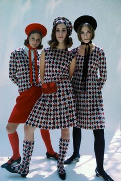 OMG matching shoe covers for this dress! 1960s mod style & what a fun idea to upgrade shoes without buying a new pair!