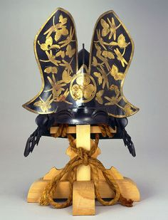 x x x ~ `Tokugawa Clan Crest Kabuto.The Mon / crest of the Tokugawa Clan, the 'triple hollyhock'. Any helmet painted with butterfly and dragonfly design can usually be associated with Tokugawa. Ronin Samurai, Samurai Weapons, Samurai Helmet, Helmet Armor, Samurai Armor, Arm Armor, Japanese Warrior, Japanese Sword, Japanese History