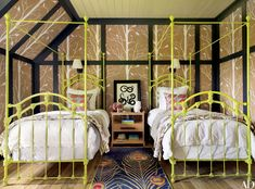 33 Wallpaper Ideas for Every Room Photos   Architectural Digest Four Poster Bedroom, Poster Beds, Two Twin Beds, Double Beds, Architectural Digest, Girls Bedroom, Kid Bedrooms, Master Bedroom, Palazzo