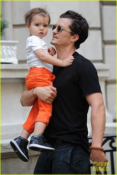 Orlando Bloom: Daddy Day Out with Flynn!: Photo Orlando Bloom carries his adorable son Flynn on his shoulders while strolling through Central Park on Sunday (July in New York City.