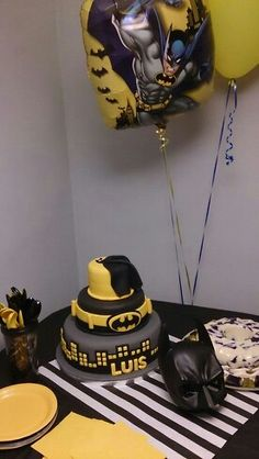 Batman party - cake by Warao Chocolates