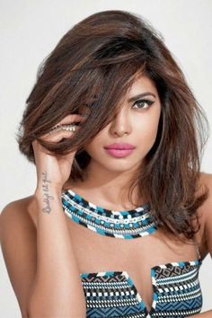 Hair Color India 391420 Hair Highlight by Real Girls In India the 25 Best Indian Hair Color Bollywood Actress Hot Photos, Beautiful Bollywood Actress, Most Beautiful Indian Actress, Quantico Priyanka Chopra, Actress Priyanka Chopra, Priyanka Chopra Haircut, Indian Hair Color, Ombre Hair Color, Grey Ombre