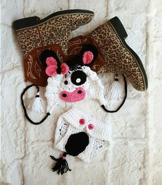 Crochet cow photo prop - Crochet cow hat - Animal hat - baby girl hat - infant photo prop - cow hat - cow outfit by bellafarfallaboutiqu. Explore more products on http://bellafarfallaboutiqu.etsy.com