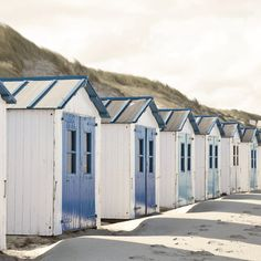 Toile imprimée Cabanes bord de mer, blanc & bleu ARTIS l.45 x H.45 cm Coastal Art, Close Image, Key West, Beach House, Surfing, Shed, Outdoor Structures, Outdoor Decor, Pictures