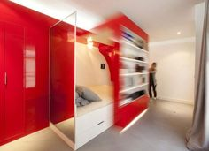Red Nest Mobile Wall