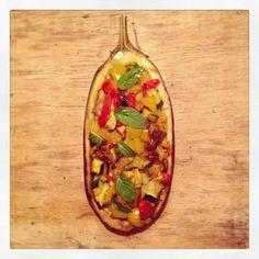 Veggie-stuffed aubergine!! So good and 100%VEG - Melanzane ripiene di verdure estive #vegan #summer #lunch #easy #fresh #localfood #health #healthy #healthyfood #aubergine #stuffed #vegetable #colors #farmerfood #ilovefood #ilovetocook #instafood #ilovecooking #food #foodie #foodpic #foodlove #foodporn #foodlovers #foodstyling #gnamcult #finedininglovers #mangiamodistagione #mangiadistagione #sano