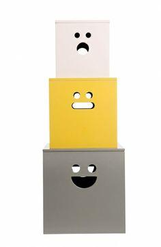 Eingrifflöcher für Aufbewahrungskisten in Smileyform