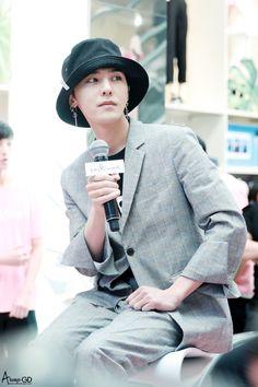 170501 G-Dragon - Fanmeet Event in Myeongdong Vip Bigbang, Daesung, G Dragon Fashion, Dragon Icon, G Dragon Top, Gd And Top, Bigbang G Dragon, Asian Love, Ji Yong