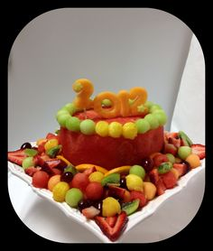 watermelon cake made of fruit Cake Made Of Fruit, Fresh Fruit Cake, Fruit Cakes, Fun Fruit, Fruit Art, Healthy Desserts, Raw Food Recipes, Dessert Recipes, Fruit Cake Watermelon