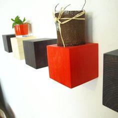 Cuburi de perete, din lemn de brad, colorate cu bait pentru lemn in diferite culori #rafturicolorate #rafturideperete #politedelemn #politedinlemn Planter Pots
