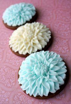 Dahlia Cookies by The sugar mice, via Flickr