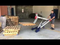 The Makinex Powered Hand Truck is a universal materials handling solution that enables the one-person operation to safely lift and load small equipm. Wood Pallet Furniture, Wood Pallets, Homemade Trailer, Power Trailer, Welding Flux, Diy Tools, Diy And Crafts, Hospital Bed, Metal Art
