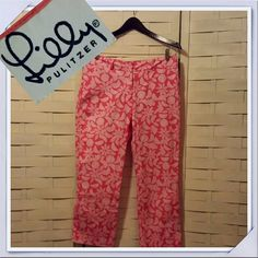 JUST IN! Lilly Pulitzer Cropped Pants Fun and sassy Lilly! Perfect for warm days ahead! EUC with shades of pink and white * measurements available upon request Lilly Pulitzer Pants