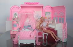 """Barbie Bed and Bath"" #18605 - Barbie carrying case 