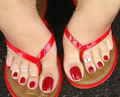 Pretty Toe Nails, Pretty Toes, Feet Soles, Women's Feet, Red Toenails, Nice Toes, Painted Toes, Beautiful Toes, Feet Nails