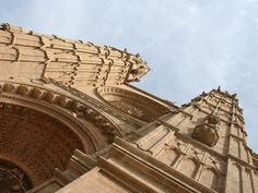 Mallorca - Palma Cathedral. Original size: 1400x1050 px. Free for non-commercial use Wallpaper Gratis, Cathedral, Louvre, The Originals, Building, Places, Free, Travel, Majorca