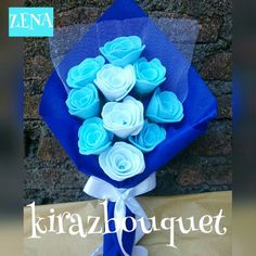 Bouquet Graduation Handmade bouquet for college/propose/engangement/prewedding alternative with premium quality from felt. Felt Flowers, Diy Flowers, Foam Crafts, Diy And Crafts, Crafts For Seniors, Boquet, Felt Ornaments, Birthday Cards, Projects To Try
