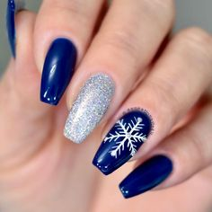 40 Cute Snowflake Nail Art Designs For Winter Nagellack Ideen 50 Cute Snowflake Nail Art Designs For Winter Snowflake Nails Snowflake Nail Design, Snowflake Nails, Christmas Nail Art Designs, Winter Nail Designs, Colorful Nail Designs, Nails With Snowflakes, Cute Christmas Nails, Xmas Nails, Holiday Nails