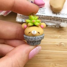 New Succulent Cupcakes Polymer Clay Ideas Polymer Clay Figures, Polymer Clay Miniatures, Polymer Clay Projects, Polymer Clay Creations, Diy Clay, Clay Crafts, Fimo Kawaii, Polymer Clay Kawaii, Polymer Clay Charms