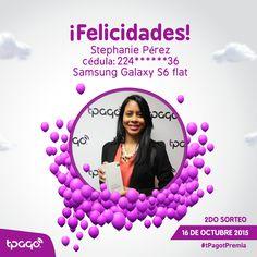 La ganadora Stephanie Pérez Dimaren, recibiendo su Samsung Galaxy S6 flat. ¡Felicidades! #tPagotPremia