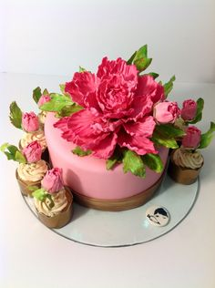 Sugar hot pink and metallic gold peony cake and cupcakes by The Mischief Maker made a lovely birthday ! Bursting with orange citrus flavors, triple sec, and dark chocolate with Swiss meringue buttercream. #mischiefmakerdesserts #peony #pink