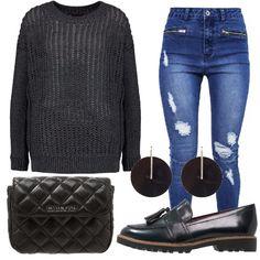 Jeans skinny con strappi, maglione a maniche lunghe in poliestere. Scarpe con nappine, punta tonda e finta pelle. Marsupio in pelle con chiusura magnetica, orecchini in metallo e plastica circolari.