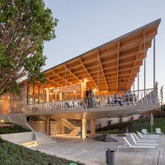 Hotel cafe by Campos Costa Arquitectos projects towards a swimming pool