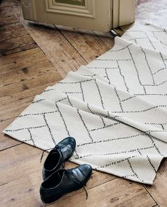 Finarte Aitta rug made from recycled cotton white-black room . Finarte Aitta rug made from recycled cotton white-black room