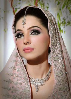 : Asian Pakistani Bridal Eye Makeup Made Easy In 10 Simple Steps .: Asian Pakistani Bridal Eye Makeup Made Easy In 10 Simple Steps Pakistani Bridal Makeup, Asian Bridal Makeup, Bridal Makeup Looks, Indian Makeup, Natural Wedding Makeup, Pakistani Wedding Dresses, Bride Makeup, Wedding Hair And Makeup, Indian Beauty