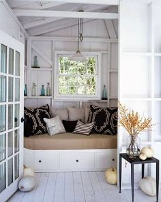 I can't wait to have a reading nook/window seat in a future house Cottage Living, Cottage Homes, Cottage Style, Cozy Cottage, Living Room, Swedish Cottage, White Cottage, Cottage Design, Coastal Cottage